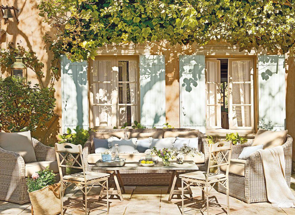 porche bajo una pergola cubierta de ramas 1280x934 1024x747 - La Ferme du Bon Dieu: A farm converted into a house which holds a love story