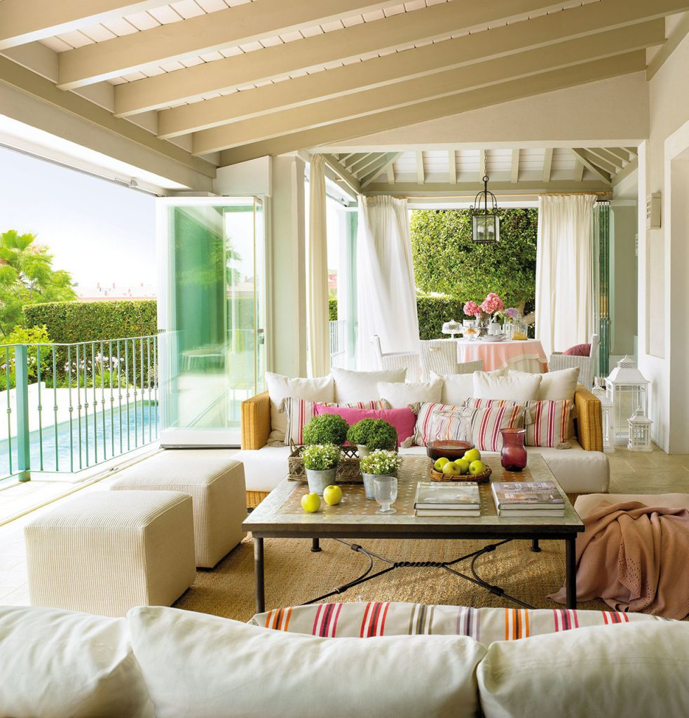 porche con zona de estar comedor al lado de la piscina 1229x1280 983x1024 - The perfect terrace: How to decorate?