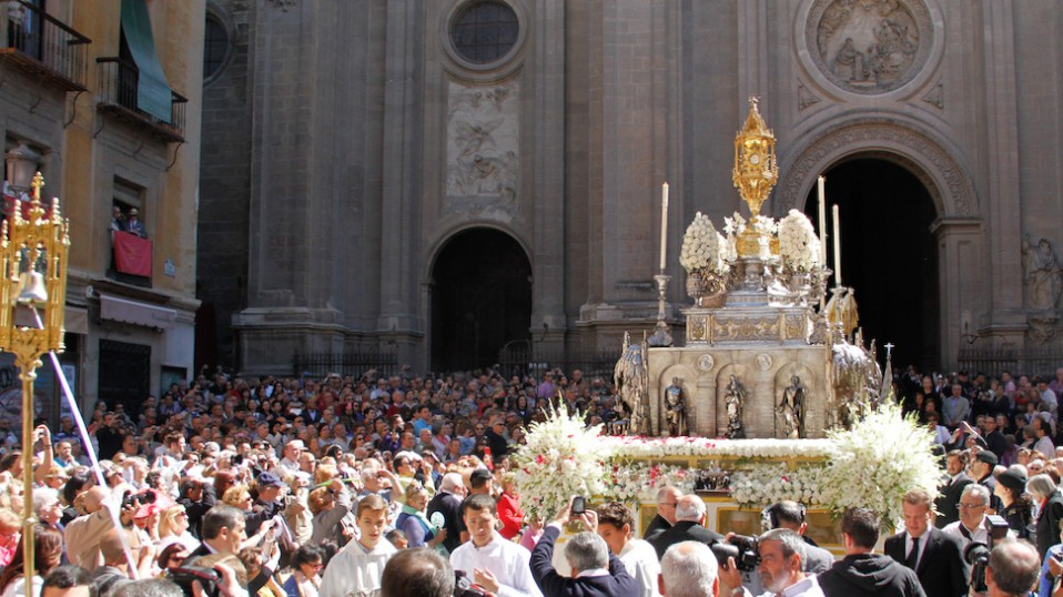 procesion Corpus 2013 archivo 1 958x538 - The best feasts to visit Andalusia in May 2018