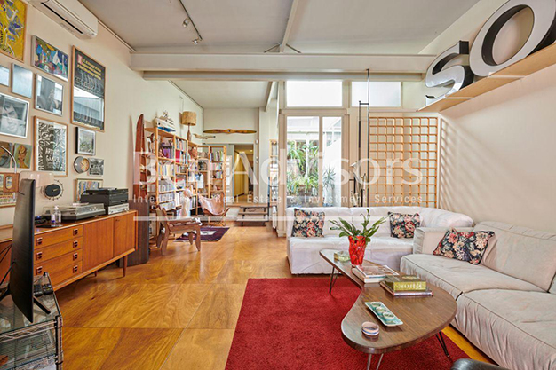 salon barcelona 1 - This spacious flat with a swimming pool in Barcelona is ideal for relaxing and enjoying the city