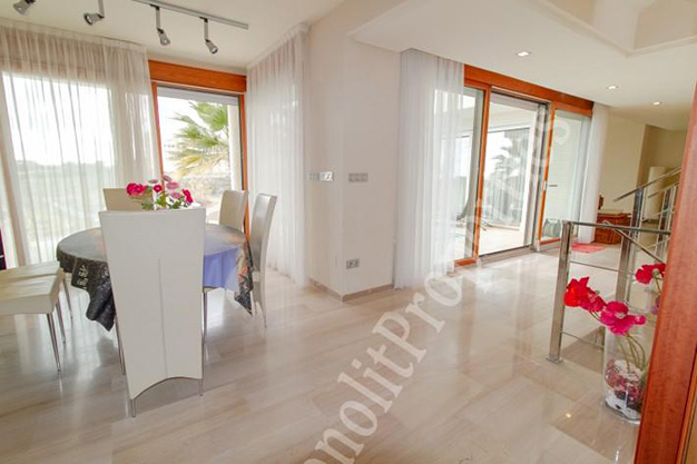 salon comedor 2 - This luxury villa next to the sea in Alicante is going to be your dream home