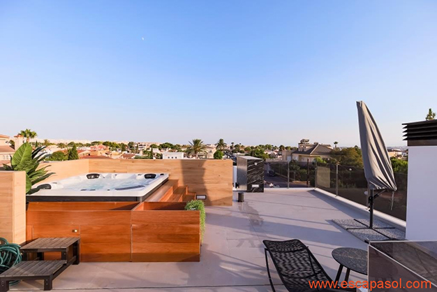 solarium jacuzzi - House with private pool in Costa Blanca: the best way to enjoy a warm climate