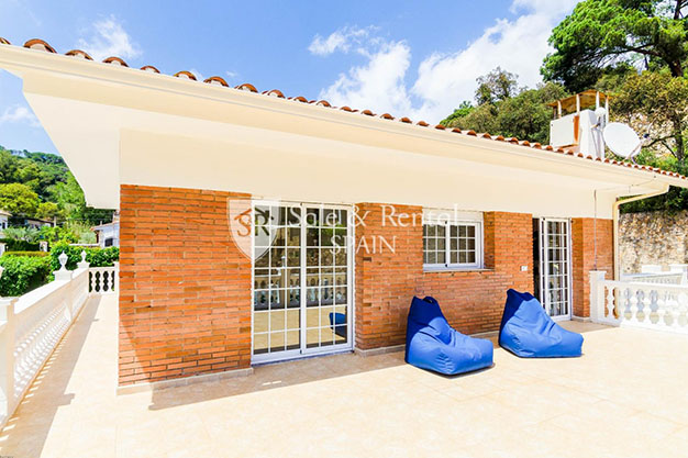 terraza chalet con piscina en Gerona - Fantastic villa with pool in Girona: a dream come true