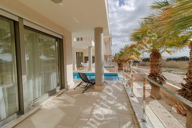 terraza2 2 - This luxury villa next to the sea in Alicante is going to be your dream home