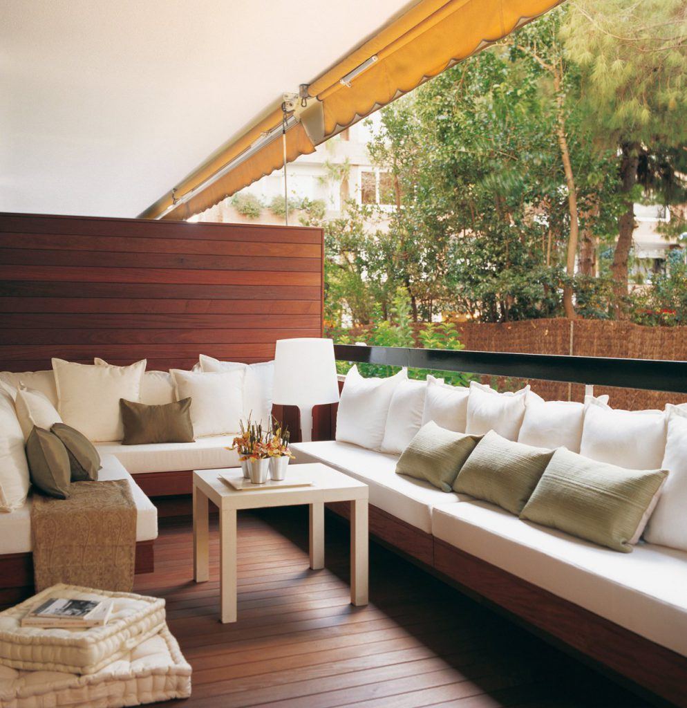 terraza urbana con bancos en los lados 1243x1280 994x1024 - The perfect terrace: How to decorate?