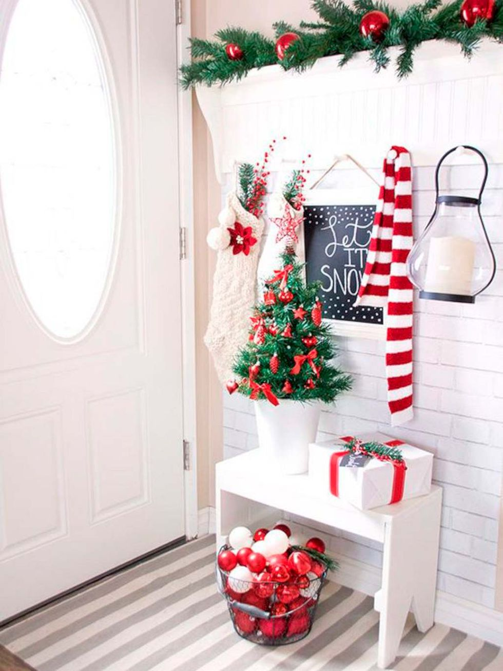 un rojo que da alegria - Ideas to decorate halls at Christmas