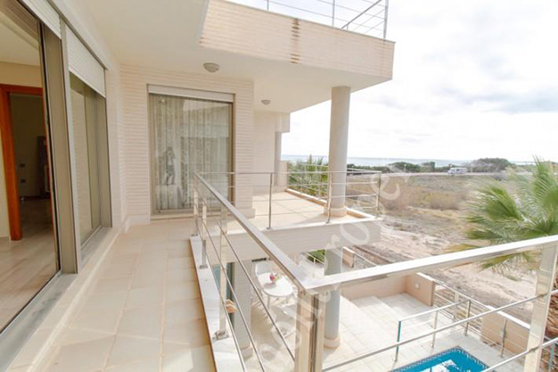ventanal2 - This luxury villa next to the sea in Alicante is going to be your dream home
