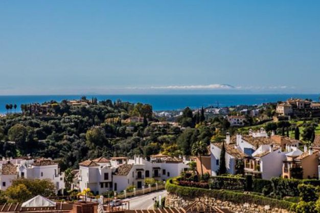 vistas benahavis - Live surrounded by nature with this luxury apartment in Málaga