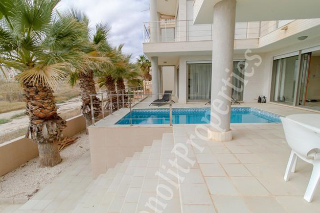 vistas casa - This luxury villa next to the sea in Alicante is going to be your dream home